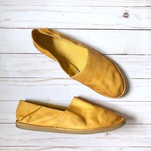 Vince Kia Leather Slip On Flats Yellow/Light Taupe